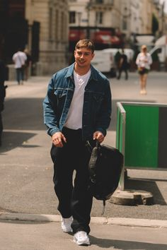 Street Style Shots: Paris Fashion Week Day 2 – PAUSE Online   Men's Fashion, Street Style, Fashion News & Streetwear Black Men Street Fashion, Best Mens Fashion, Dope Fashion, Fashion Week, Paris Fashion, Style Fashion, Fashion Outfits, Swag Style, Style Casual
