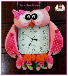 Coruja Rosa No relógio de parede Quadrado Christmas Ornaments, Holiday Decor, Ideas, Home Decor, Picture Clock, Owl Bird, Fabric Dolls, Luxury, Pink