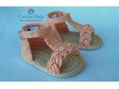 Crochet shoes tutorial baby converse ideas for 2019 Booties Crochet, Crochet Baby Sandals, Crochet Shoes, Crochet Baby Blanket Beginner, Baby Knitting, Youtube Crochet Patterns, Crochet Towel, Baby Converse, Crochet Videos