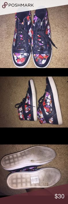 👟👟👟Cute everyday floral hi top sneakers👟👟👟 👟👟👟Cute everyday floral hi top sneakers👟👟👟 unfortunately there isn't a tag that has the actual shoe size. I am a 9 -9 1/5 and they fit absolutely comfortable. It is also a non name brand, I got these from a boutique in Tokyo. Shoes Sneakers