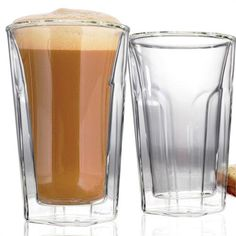 Verres pour café latté // Latté Glasses  -  Jeu de 2, 300mL, en verre de borosilicate léger, résistant aux chocs. Garde le café plus chaud et plus longtemps que les verres standards tout en maintenant la paroi extérieure fraîche au toucher.    // Set of 2, 10oz / 300mL, lightweight, thermal, shock resistant borosilicate glass. Keeps coffee hotter and longer than standard glasses, while the outside layer remains cool to the touch. #latte #coffelovers #danescoessentials