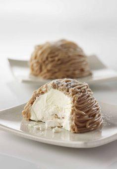 Mont-Blanc 750 grams offers this recipe: Mont Blanc. Recipe rated / 5 by 53 voters Mont Blanc Dessert, Mont Blanc Cake, Italian Pastries, Italian Desserts, Pavlova, Cassis Recipe, Shortcake Recipe, Fancy Cakes, Miniature Food