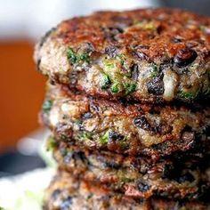 Portabella Veggie Burgers packed with mushrooms, broccoli, black beans an. - -Chunky Portabella Veggie Burgers packed with mushrooms, broccoli, black beans an. Veggie Dishes, Vegetable Recipes, Vegetarian Recipes, Healthy Recipes, Vegetarian Burgers, Burger Recipes, Pork Recipes, Lentil Burgers, Vegetarian Italian