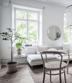 Find out why modern living room design is the way to go! A living room design to make any living room decor ideas be the brightest of them all. Living Room Green, Green Rooms, Cozy Living Rooms, Home And Living, Living Room Decor, Living Spaces, Modern Living, Interior Exterior, Home Interior