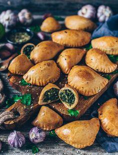 Empanadas with spinach (vegan - Healthy Recipes - Clean Food & Life Delicious Vegan Recipes, Snack Recipes, Cooking Recipes, Vegan Foods, Vegan Dishes, Vegan Dumplings, Snacks Für Party, Vegan Appetizers, Vegan Life