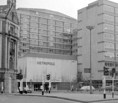 The Metropole Cinema, Townsend Street, 1977  The 'New' Metropole Cinema was built on the site of two former cinemas, 'The Cinema Royal' and 'The Coffee Palace'. The New Metropole Cinema was the successor to the Metropole in O'Connell Street. It opened in March 1972. It later changed its name to the Screen Cinema. Images Of Ireland, Dublin City, Dublin Ireland, Movie Theater, Origins, Old Photos, 1980s, Paths, Places To Visit