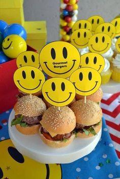 Hurra! Ne Emoji-Party! Und diese Idee für die Gastgeschenke finden wir super! Vielen Dank dafür,Dein blog.balloonas.com#kindergeburtstag #motto #mottoparty #emoji #smiley #gastgeschenk #favor #mitgebsel #giveaway #balloonas