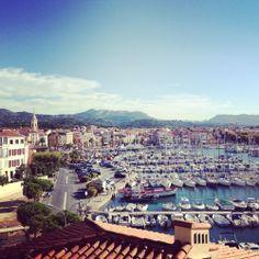 Sanary-sur-Mer, a beautiful little fishing town in Provence-Alpes-Côte d'Azur region. #JetpacCityGuides