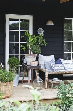 A Swedish summer in a wooden hut - PLANETE DECO a home environment - Interesting Informations Outdoor Rooms, Outdoor Gardens, Outdoor Living, Outdoor Furniture Sets, Outdoor Decor, Exterior Design, Interior And Exterior, Swedish Cottage, White Cottage