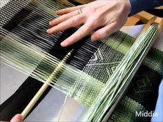 Tkanie na krosnach - Weaving on a rigid heddle - YouTube