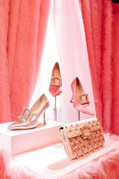 An insight look into the multi-sensory Roger Vivier fall 2020 presentation, illustrating why the brand throws the most popular shoe event of the season. Retro Heels, 5 Inch And Up, Roger Vivier Shoes, Most Popular Shoes, Mcqueen Sneakers, Shoes 2014, Jimmy Choo Shoes, Fall Shoes, Ankle Straps