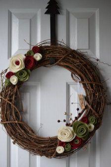 Items similar to Seasonal Holiday Wreath for Christmas or Year Round on Etsy Felt Flower Wreaths, Felt Wreath, Wreath Crafts, Diy Wreath, Holiday Wreaths, Felt Flowers, Felt Crafts, Holiday Crafts, Felt Roses