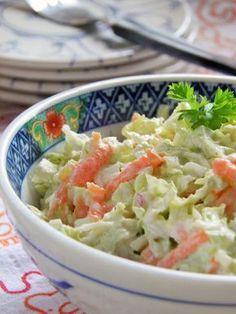 Lubię taką surówkę podawać do mięs w sosie. Jest bardzo smaczna i zdrowa. W okresie jesieni i zimy pomoże zwalczyć paskudne wirusy :) ... Good Food, Yummy Food, Polish Recipes, Sandwiches, Coleslaw, Tasty Dishes, Healthy Habits, Guacamole, Salad Recipes
