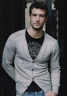 Cedric Denuwelaere, model possibly from Belgium or France, now living in NYC. (I'm putting in the French board because the general Eye Candy board is too full!)