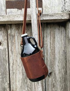 rust leather beer caddy beer carrier craft beer tote - great gift idea for Dad Beer Caddy, Beer Growler, Beer Gifts, Bag Patterns To Sew, Leather Projects, Custom Leather, Leather Working, Craft Beer, Leather Crafting