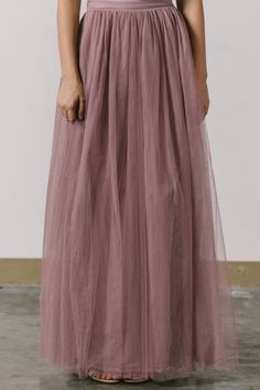 Hello gorgeous! We've been searching for the perfect tulle maxi skirt and this definitely it! This comfortable and versatile tulle maxi skirt comes in a classic shade of grey. Wear it casual or dress