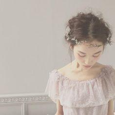 masimaro Wedding Hair Flowers, Flowers In Hair, Dress Hairstyles, Wedding Hairstyles, Flower Dresses, Bridal Dresses, Vintage Formal Dresses, Girls Hair Accessories, Wedding Accessories