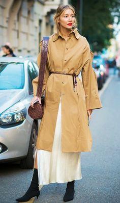 trench femme couleur beige ceinture fine en bordeaux