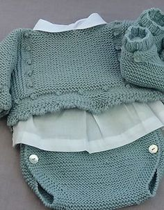 Best Knitting Hat For Girls Doll Clothes Doll - Diy Crafts Knitting For Kids, Baby Knitting Patterns, Baby Patterns, Pull Bebe, Knitted Baby Clothes, Baby Coat, Girl Doll Clothes, Baby Sweaters, Baby Sewing