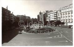 La Fuente de las Batallas en una imagen del 12 de julio de 1988. Ramón L. Pérez/Archivo de Ideal Granada, Street View, War, Antique Photos, Computer File, Cities, Historia, Architecture, Fotografia