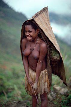 Indonesia | A Yali girl wearing a cape of Pandanus leaves against the rain. Irian Jaya | © Bryan & Cherry Alexander Photography