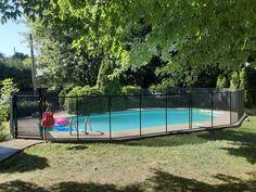 Voici une nouvelle installation signée Enfant Sécure faite par notre expert Dannis Rathé pour une sublime piscine creusée.  En optant pour nos clôtures de piscine amovibles, ce client aura l'unique chance de 𝙣𝙚 𝙥𝙖𝙨 𝙖𝙗𝙞̂𝙢𝙚𝙧 𝙨𝙤𝙣 𝙩𝙚𝙧𝙧𝙖𝙞𝙣 𝙣𝙞 𝙨𝙤𝙣 𝙨𝙮𝙨𝙩𝙚̀𝙢𝙚 𝙙'𝙞𝙧𝙧𝙞𝙜𝙖𝙩𝙞𝙤𝙣 ! 💧  Communiquez avec nous pour plus d'informations au 1-800-635-3926   info@enfantsecure.com Removable Pool Fence, Client, Voici, Swimming Pools, Deck, Landscape, Children, Sun, Homemade Pools