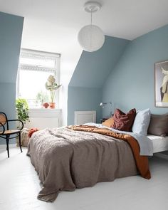the most beautiful interiors with blue walls - the most beautiful interiors with blue walls – Everything to make your home your Home Home Bedroom, Bedroom Wall, Bedroom Decor, Bedroom Furniture, Bedroom Ideas, Furniture Design, Blue Bedroom Paint, Blue Bedroom Colors, Bedroom Brown