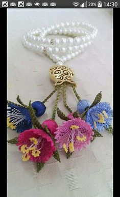 This Pin was discovered by AYŞ Seed Bead Flowers, Beaded Flowers, Crochet Flowers, Bead Crochet, Crochet Lace, Crochet Necklace, Lace Art, Fillet Crochet, Point Lace