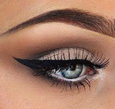 blush + cat eye #burberrybeauty