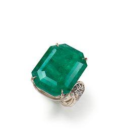 H Stern (Brasil) - Anel de Esmeralda e Diamantes em Ouro 18k, Coleção Rock Season