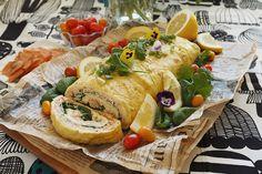 Raikas pinaattinen kylmäsavukirjolohi munakasrulla | Kulinaari Takana, Fresh Rolls, Turkey, Salad, Cakes, Meat, Ethnic Recipes, Food, Turkey Country