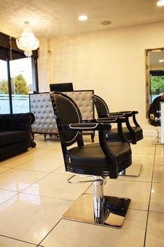 Royal styling chairs/ Technology washing units. Salon