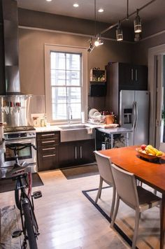 A contemporary eat in kitchen in a New Orleans home full of character.   japanesetrash.com