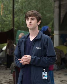 """DOCTOR – """"Hello"""" – Shauns proposed treatment for a homeless patient… – Dizi Filmler Burada Doctors Tv Series, Good Doctor Series, Freddie Highmore, Tv Series 2017, Series Movies, Grey's Anatomy, Vampire Diaries, The Good Dr, Jasika Nicole"""
