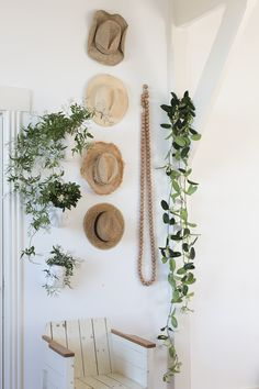 Straw hats & plants by mooiwatplantendoen Photography: Anouk De Kleermaeker Production & Styling: Leonie Mooren Boho Decor, Wall Hats, House Styles, Decor, Decor Inspiration, Home, Interior, Interior Styling, Home Decor