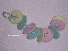 Babyspielzeug aus alten Knöpfen