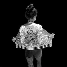 ⚡⚡ #LiveToRock #AW17 ⚡⚡  #OUTFIT #TENDENCIA #NightOutfit  - Campera Bomber Reversible -Crop-Top Olivia Black - Short Rocker Simil Cuero  MODELO: Selee Lezcano