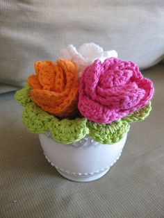 Free crochet pattern: flower washcloths-  Just fold and roll up  Dishcloth- cute way to give to someone as a gift. http://www.coatsandclark.com/Crafts/Crochet/Projects/HomeDec/SB149-007+Crochet+Flower+Dishcloth.htm