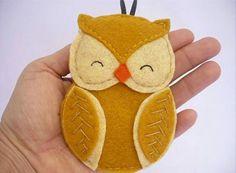 Felt Owl Christmas Ornament  Canada Flag Owl  by ynelcas  Natal