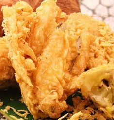 Best cheap eats in Kuala Lumpur Food L, Good Food, Yummy Food, Asian Desserts, Asian Recipes, Fried Banana Recipes, Fried Bananas, Traditional Cakes, Snack Recipes