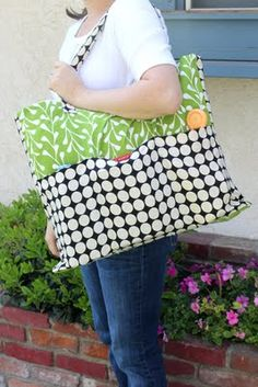 Tutorial with easy to understand instructions and pictures that show you how to sew an Extra Big tote with lots of pockets. Fun DIY sewing project for gifts.    Sincerest form of flattery guest tutorial- pottery barn inspired tote by creation corner | kojodesigns