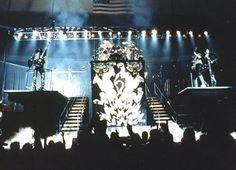 kiss alive two tour Kiss Rock Bands, Kiss Band, Kiss Show, Kiss Music, Concert Stage Design, Kiss Concert, Kiss Members, Vinnie Vincent, Vintage Kiss
