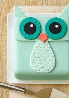Cake Decorating Tutorial | Use a square pan to make this adorable Owl Cake!