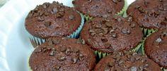 Morbidi e soffici Muffin al cioccolato light. Ricetta light senza uova e senza burro. SOLO 140 kcal per muffin