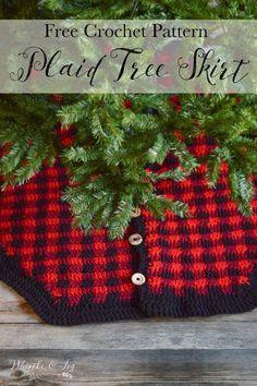 FREE Crochet Pattern: Plaid Tree Skirt | Buffalo Plaid is perfect during the holidays! Crochet this rustic plaid tree skirt, made with Bernat Softee Chunky.