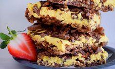Daimkake i langpanne med gul krem 🍫 Dessert Drinks, Yummy Drinks, Yummy Food, Sweet Recipes, Cake Recipes, Dessert Recipes, No Bake Snacks, No Bake Desserts, Baking Cupcakes