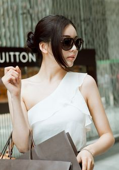Korea fashion Wig shop [PINKAGE]  #koreawigshop #wig_pinter #pinterwig #pintershop #wig_women #goodquality #goodfabric #korea #dailywig #PINKAGE #OOTD #fashionwig #bang #volumebang #hairbang #redwine #coloful_wig #chocobrown #longbang  Oh My Darling Supreme mixing four / Size : FREE / Price : 20.90 USD