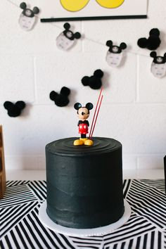 modern-mickey-mouse-birthday-party-7