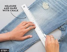 How to Turn Your Jeans Into the Perfect Pair of Denim Shorts An easy four-step guide on how to cut your jeans into shorts. Cut Jean Shorts, Cut Out Jeans, Long Jean Shorts, Mom Jeans Shorts, Diy Cutoff Shorts, Cutoffs, Jean Skirt, Ripped Jeans, Diy Distressed Jeans