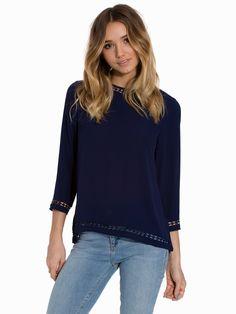 http://nelly.com/no/klær-til-kvinner/klær/bluser-skjorter/rutcircle-540/gloria-blouse-542732-245/